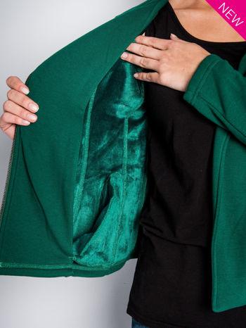 Zielona bluza o kroju ramoneski z asymetrycznym suwakiem                                  zdj.                                  6