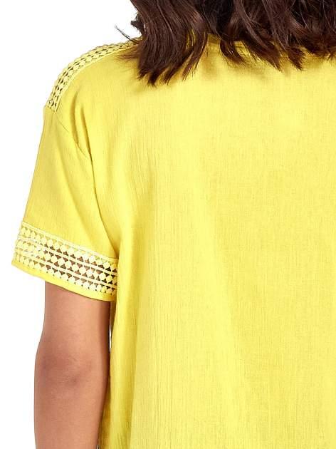 Zielona bluzka koszulowa z ażurowaniem                                  zdj.                                  6