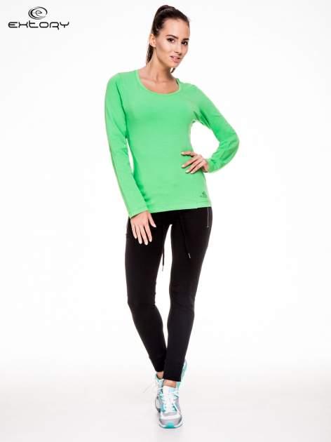 Zielona bluzka sportowa z dekoltem U                                  zdj.                                  2