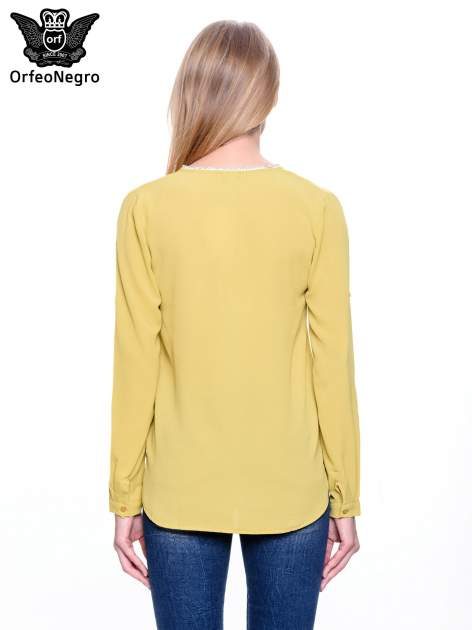 Zielona koszula z ażurową lamówką                                  zdj.                                  4