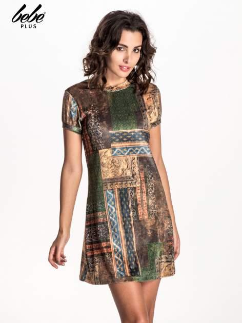 Zielona mini sukienka w patchworkowy wzór                                  zdj.                                  1