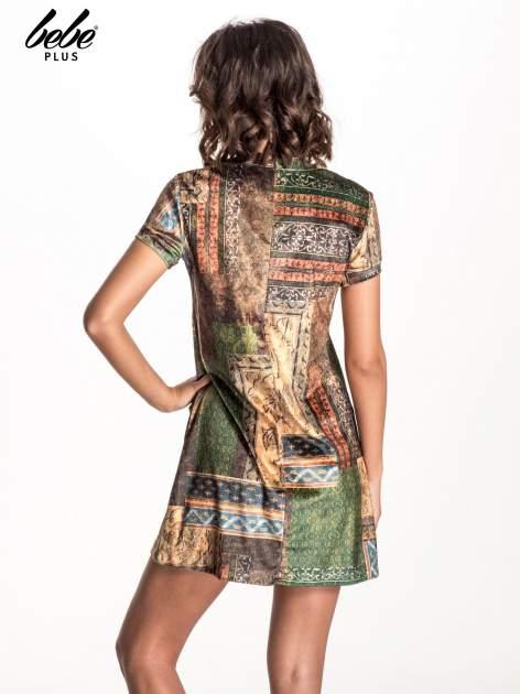 Zielona mini sukienka w patchworkowy wzór                                  zdj.                                  3