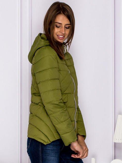 Zielona pikowana kurtka z kapturem                                  zdj.                                  3