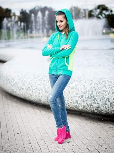 Zielona polarowa bluza z kontrastowymi przeszyciami                                  zdj.                                  9