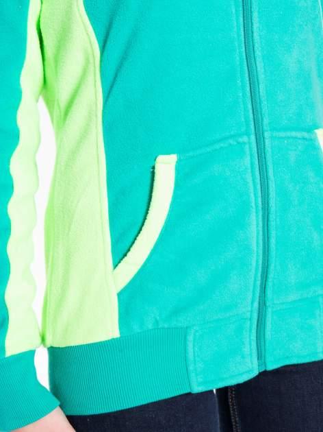 Zielona polarowa bluza z kontrastowymi przeszyciami                                  zdj.                                  8