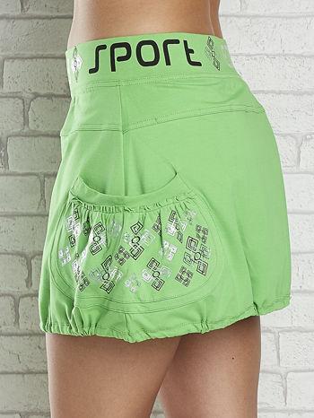 Zielona spódnica dresowa z nadrukami i troczkiem na dole                                  zdj.                                  5