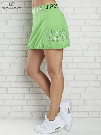 Zielona spódnica dresowa z nadrukami i troczkiem na dole                                  zdj.                                  3