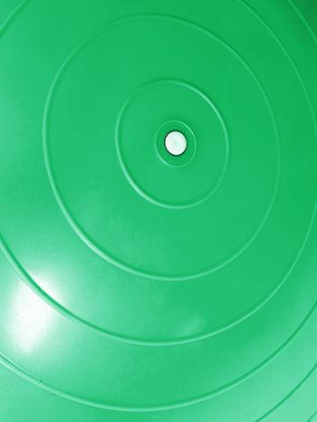 Zielona średnia piłka do fitnessu                                  zdj.                                  4