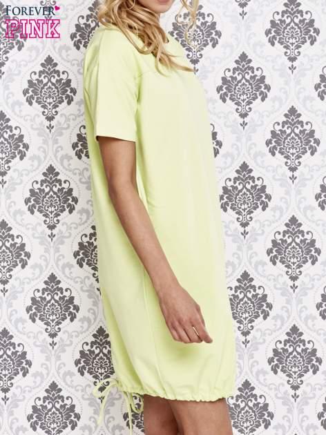 Zielona sukienka dresowa ze ściągaczem na dole                                  zdj.                                  3