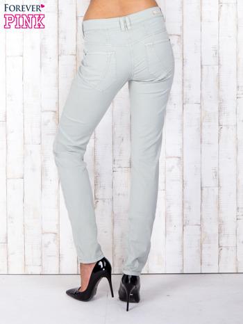Zielone materiałowe spodnie regular na guziki                                  zdj.                                  3