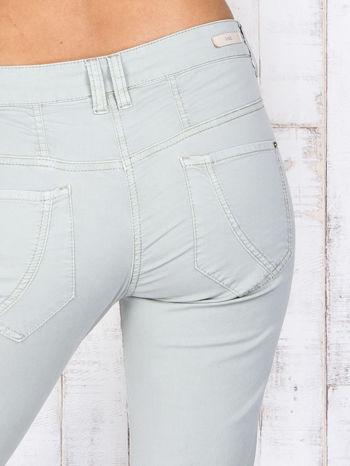 Zielone materiałowe spodnie regular na guziki                                  zdj.                                  5
