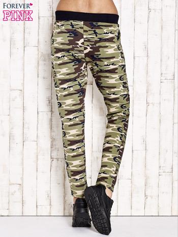 Zielone ocieplane spodnie dresowe motyw militarny                                  zdj.                                  3