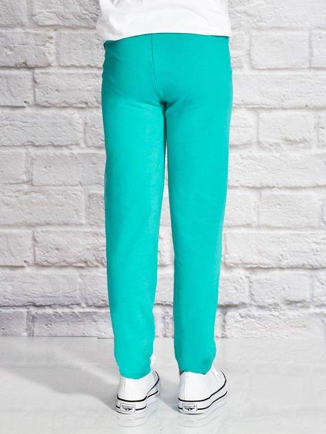 Zielone spodnie dresowe dla dziewczynki z napisem NIEZŁY ANANAS                                  zdj.                                  2