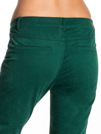 Zielone spodnie materiałowe w stylu chinos                                  zdj.                                  5
