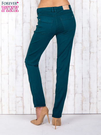 Zielone spodnie regular z kieszeniami z obu stron                                  zdj.                                  3
