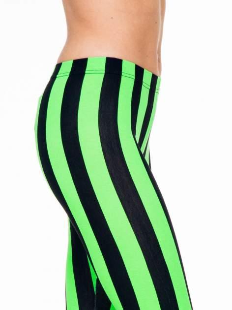 Zielono-czarne wyszczuplające legginsy w pionowe paski                                  zdj.                                  5