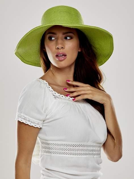 Zielony kapelusz słomiany z dużym rondem i kryształkami                                  zdj.                                  1