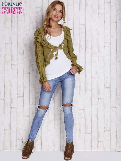 Zielony sweter o szerokim splocie z wiązaniem                                  zdj.                                  4