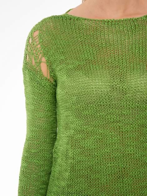 Zielony sweter z oczkami przy ramionach                                  zdj.                                  5