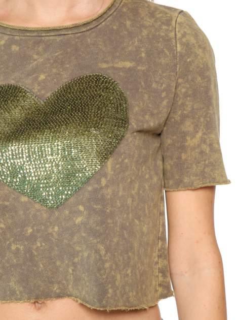 Zielony t-shirt cropped z cekinowym sercem                                  zdj.                                  7