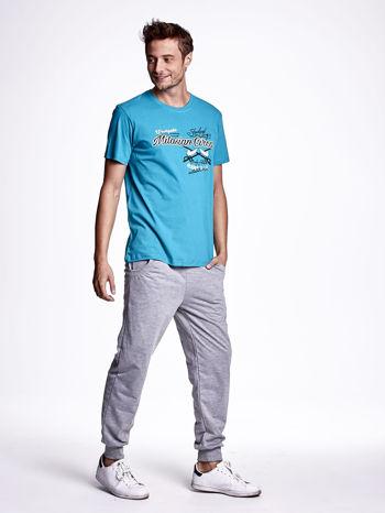 Zielony t-shirt męski z nadrukiem napisów w sportowym stylu                                  zdj.                                  4