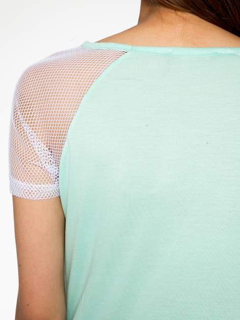 Zielony t-shirt z nadrukiem NEW YORK 55 i siatkowymi rękawami                                  zdj.                                  10