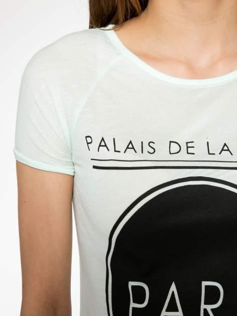 Zielony t-shirt z nadrukiem PARIS                                  zdj.                                  4