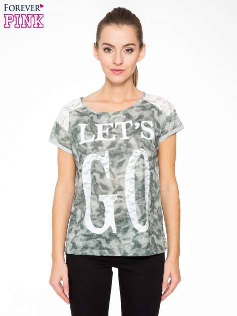 Zielony t-shirt z napisem LET'S GO i koronkowymi wstawkami