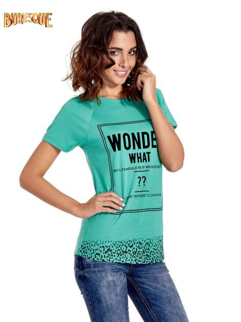 Zielony t-shirt z napisem WONDER WHAT?