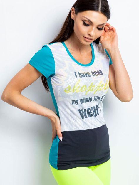 Zielony t-shirt z tekstowym nadrukiem
