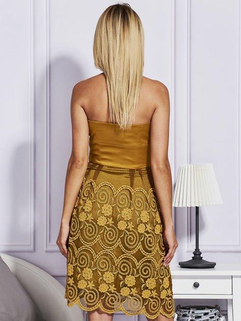 Złota sukienka z koronkową spódnicą                                  zdj.                                  2