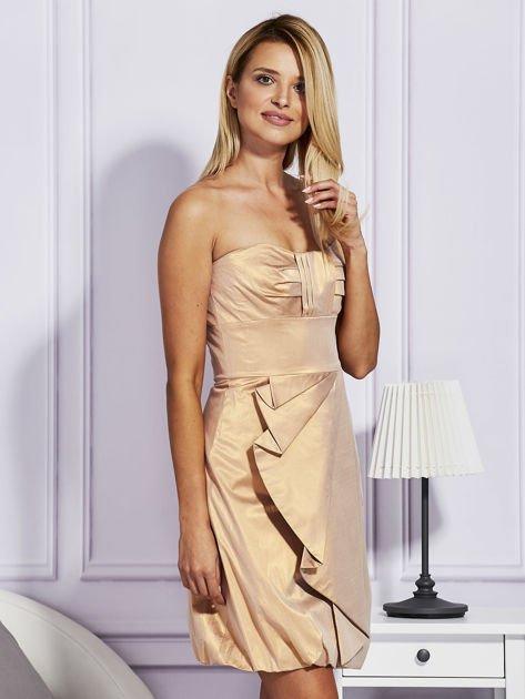 Złota sukienka z ozdobnym drapowaniem                                  zdj.                                  5