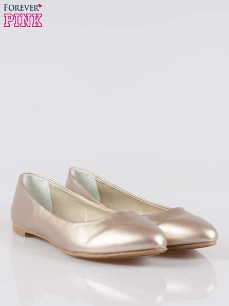 Złote baleriny faux leather Chloe ze smukłym noskiem                                  zdj.                                  2
