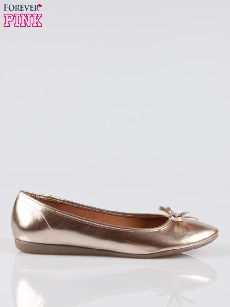 Złote baleriny faux leather z kokardką na niskim koturnie                                  zdj.                                  1