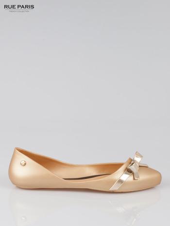 Złote gumowe baleriny z metaliczną kokardką