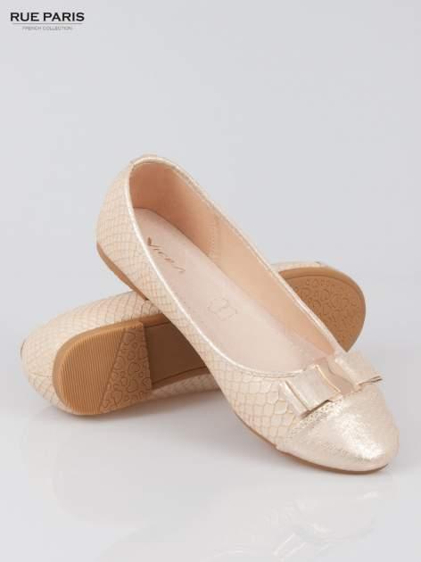 Złote wężowe balerinki faux leather Paris z kokardą                                  zdj.                                  4