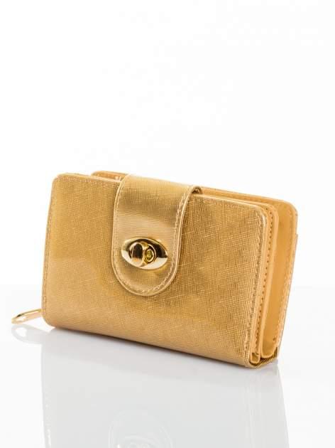 Złoty portfel ze złotym zapięciem efekt skóry saffiano                                  zdj.                                  2