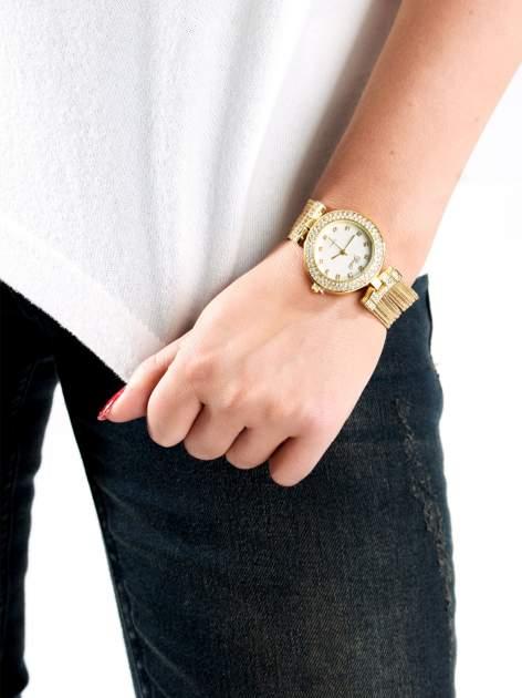 Złoty zegarek damski na bransolecie z łańcuszków z białą tarczą                                  zdj.                                  3