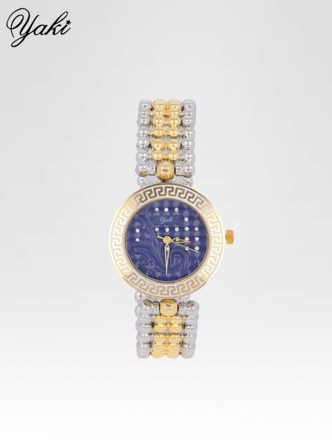 Złoty zegarek na bransolecie z grawerem wokół granatowej tarczy