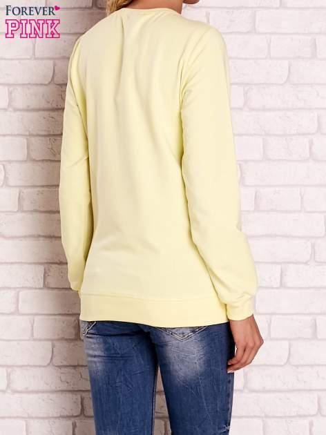 Żółta bluza z kolorowym nadrukiem                                  zdj.                                  4