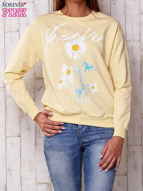 Żółta bluza z nadrukiem kwiatowym i napisem