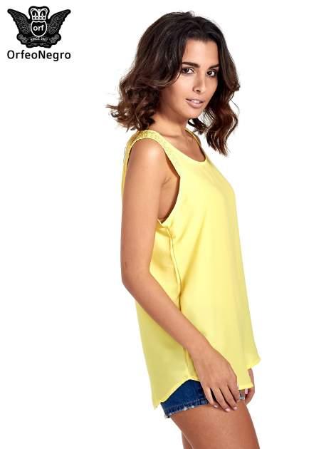Żółta bluzka koszulowa z koralikami przy ramionach                                  zdj.                                  3