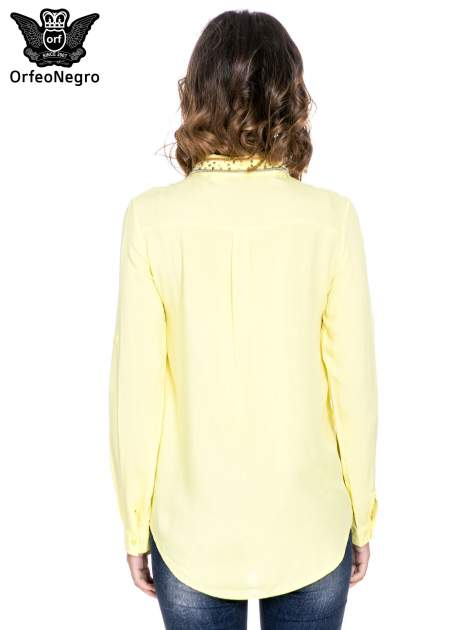 Żółta koszula z kołnierzykiem zdobionym koralikami                                  zdj.                                  4