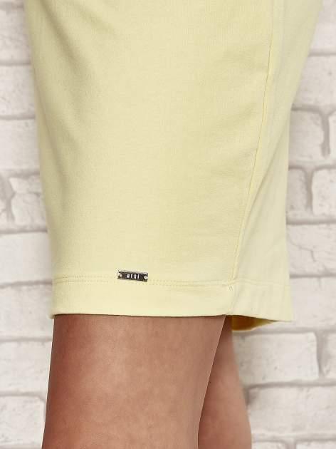 Żółta sukienka dresowa o prostym kroju                                  zdj.                                  5