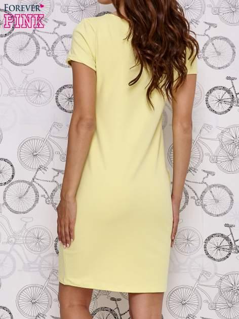 Żółta sukienka dresowa z napisem YOU WILL NEVER FORGET ME                                  zdj.                                  4