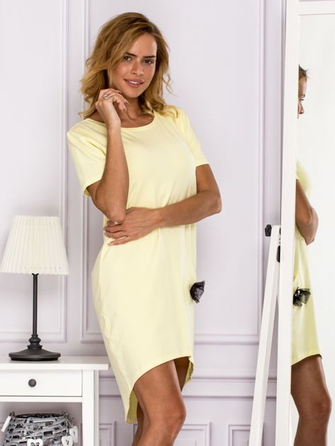 Żółta sukienka z ozdobną kieszonką                                  zdj.                                  3