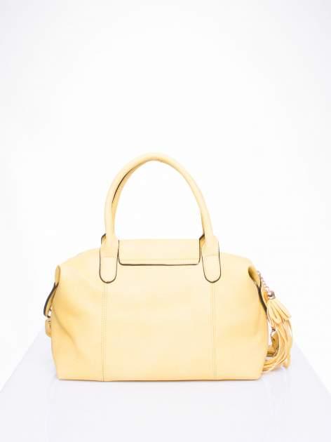 Żółta torba z klapką i odpinanym paskiem                                  zdj.                                  3
