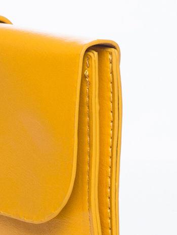 Żółta torebka listonoszka z klapką                                  zdj.                                  7