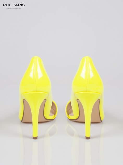 Żółte lakierowane szpilki z wyciętym bokiem                                  zdj.                                  3