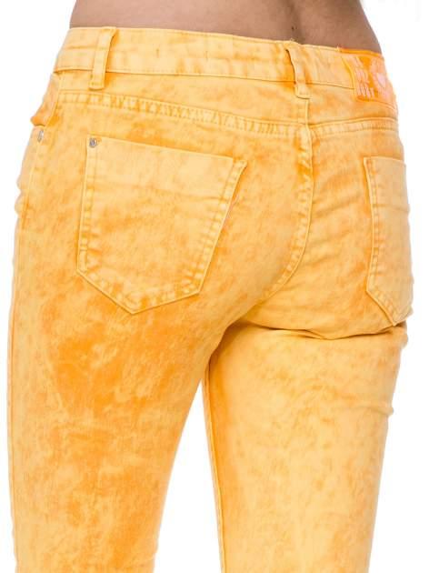 Żółte spodnie jeansowe rurki typu marmurki                              zdj.                              7
